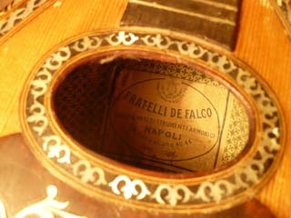 Restauro Mandolino De Falco, label