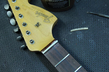 Capotasto bone for Fender