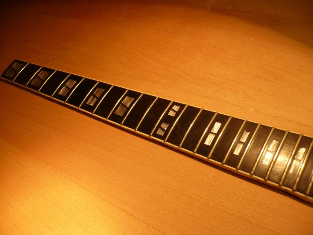 chitarra vintage, recupero tastiera