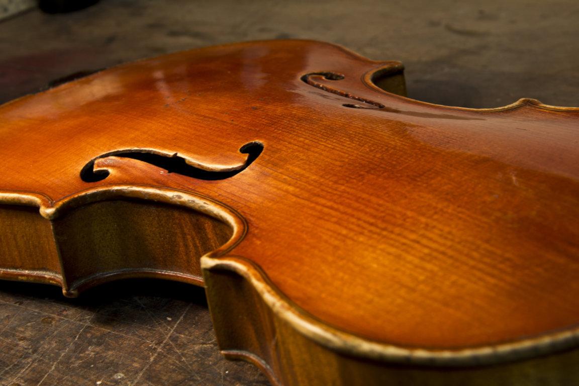 Violin new varnish, luthier service