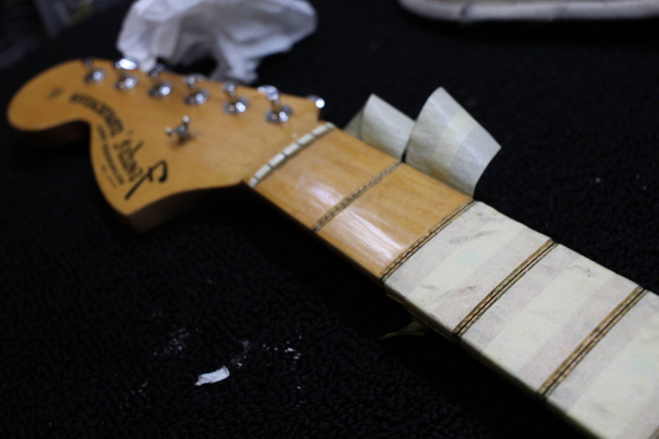 Fender Stratocaster '97 mancina, fret dressing